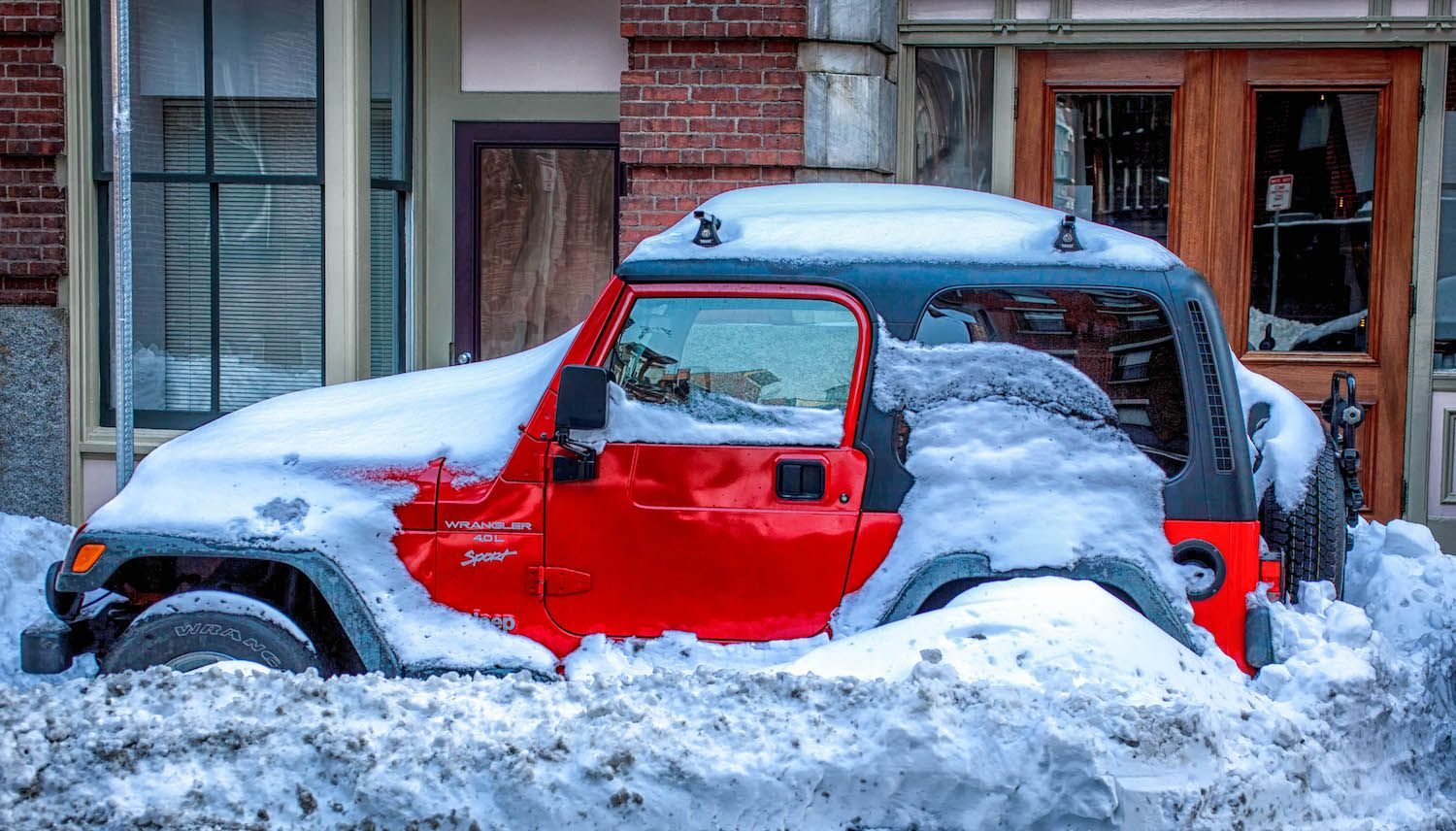 jeep_in_snow_516933